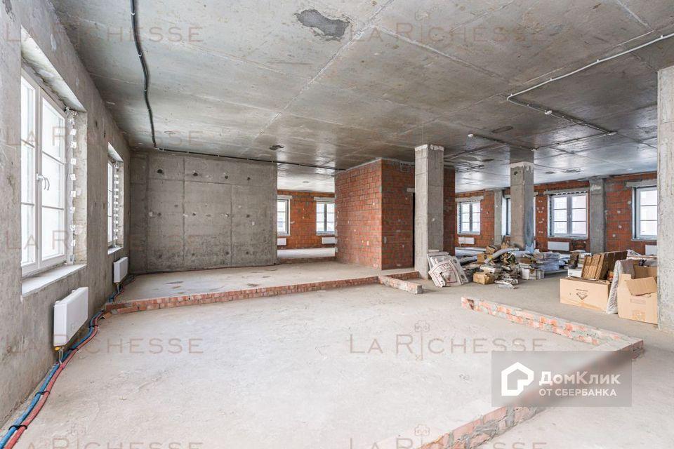 Продаётся 4-комнатная квартира, 201.4 м²