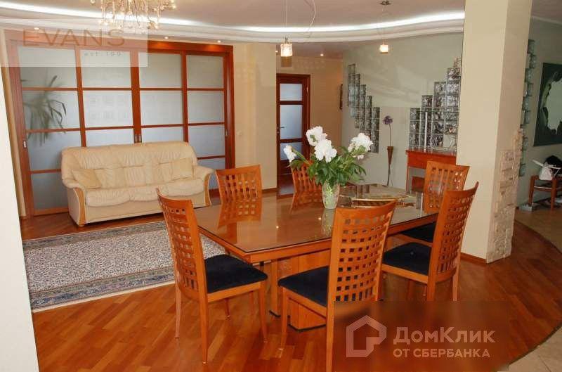 Продаётся 4-комнатная квартира, 140 м²